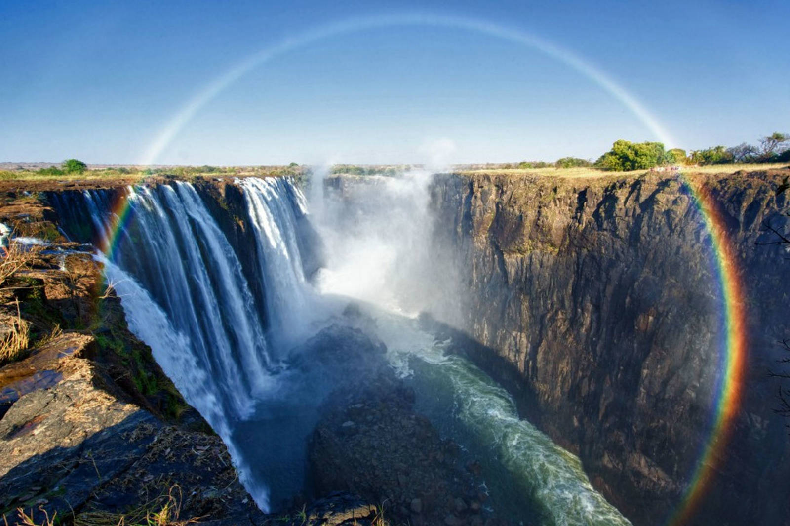 beautiful-devils-pool-at-victoria-falls-with-rainbow